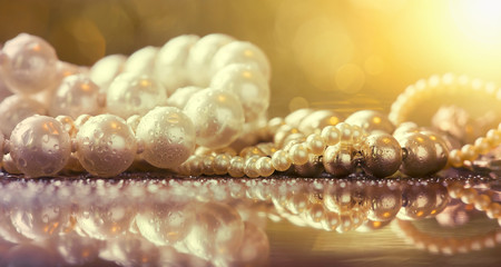 Website banner of white and golden pearls jewelry