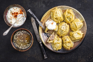 Traditional Turkish Manti with Joghurt and Vinegar