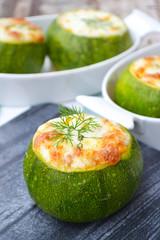Zucchine ripieno con riso, ragù alla bolognese e mozzarella