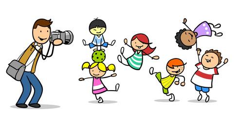 Fotograf fotografiert Gruppe Kinder