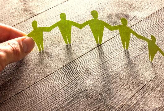 Menschenkette zeigt Solidarität - Konzept