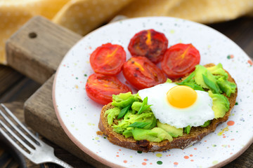 Fried tomatoes and avocado quail egg sandwich
