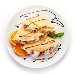 Pancakes with strawberries and creme