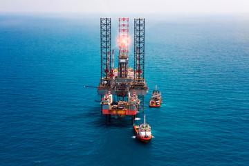 Offshore oil rig drilling platform/Offshore oil rig drilling platform in the gulf of Thailand