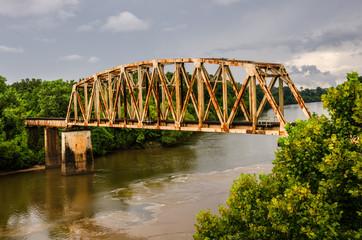 Spoed Foto op Canvas Brug Rusty Old Railroad Bridge Over the Chattahoochee River