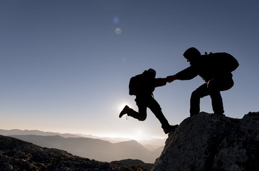 dağcı yardımı & dağcılık ve azimli insanlar