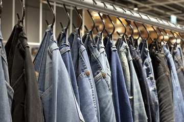 A row of jean hanging on the rack