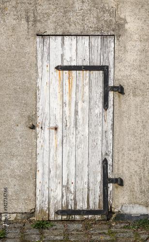 alte holzt r stockfotos und lizenzfreie bilder auf bild 142736766. Black Bedroom Furniture Sets. Home Design Ideas