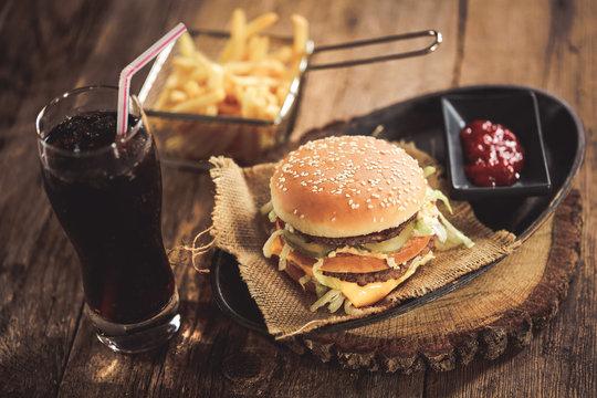burger, frites & coca cola 4