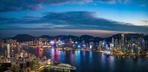 九龍半島から望む香港の夕景