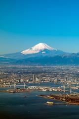 京浜工業地帯と富士山 空撮