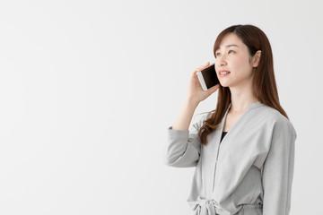 携帯電話を使う女性、通話、会話、ビジネス、ノートパソコン、ラップトップ