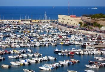 Italia, Salento, Otranto: Panoramica del porto di Otranto.