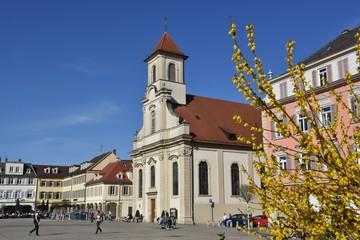 Marktplatz Ludwigsburg mit der Kirche Zur Heiligsten Dreieinigkeit