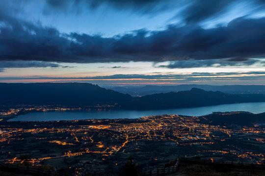 Aix-les-Bains de nuit, lac