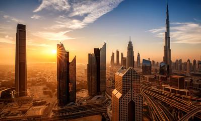 Stadtansicht von Dubai bei Sonnenuntergang