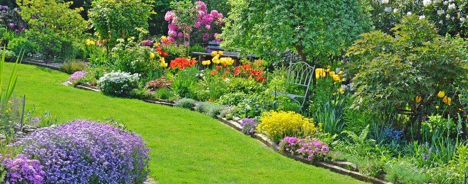 Blühende Gartenanlage