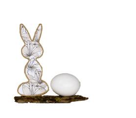 Ostern mit Hase in Ei auf weissem Hintergrund