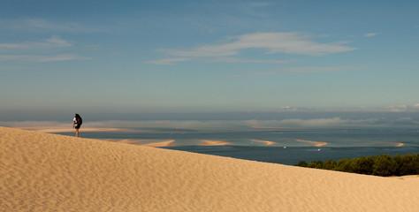 Homme sur la Dune du Pilat en France