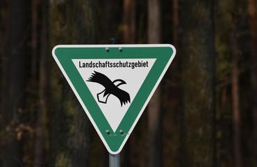 Hinweis Schild Landschaftsschutzgebiet mit Greifvogel Piktogram