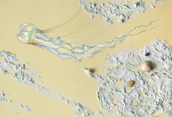 Медуза плывет, песок и ракушки - рисунок и рельеф