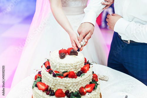 who cuts the wedding cake first quot wedding ceremony the and groom make their 27429
