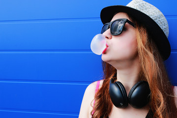 Girl hipster in a light hat and sunglasses on summer day