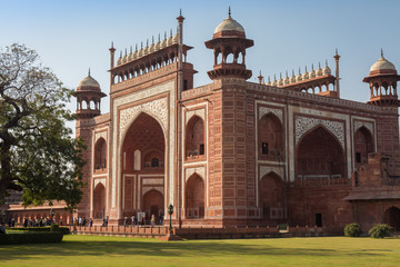 Fototapete - Taj Mahal east gate - A beautifully crafted red sandstone structure bearing the heritage of Mughal architecture in India.