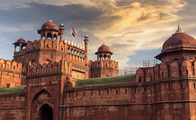 Türaufkleber Befestigung Red Fort Delhi at sunset with moody sky - A UNESCO World heritage site.