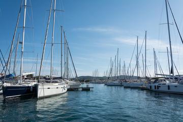 Segelyachten in der Marina
