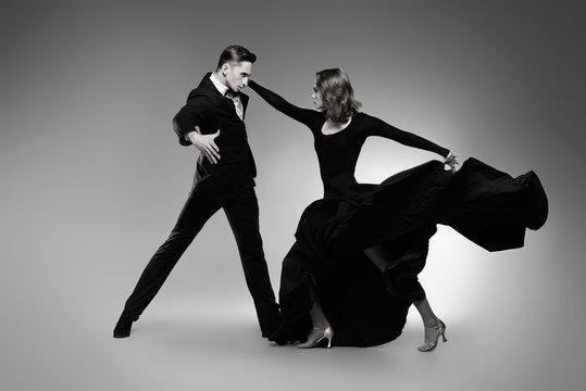 expressive dancers of tango