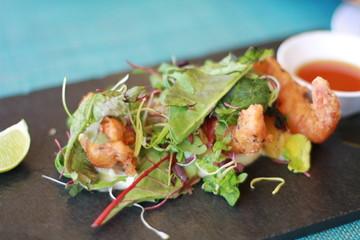 Crevettes et salate gastronomique