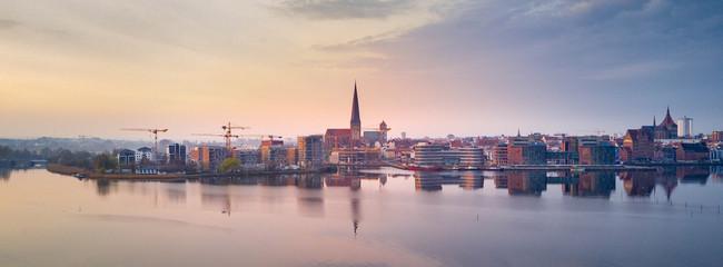 Luftbild des Rostocker Stadthafens