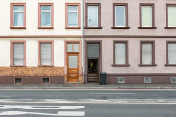 Hausfassade mit Fenster und Tür