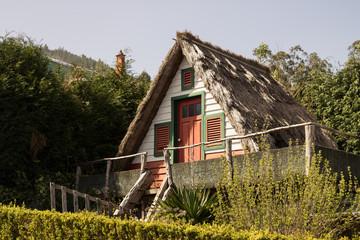 Bilder und videos suchen hexenhaus for Haus auf madeira