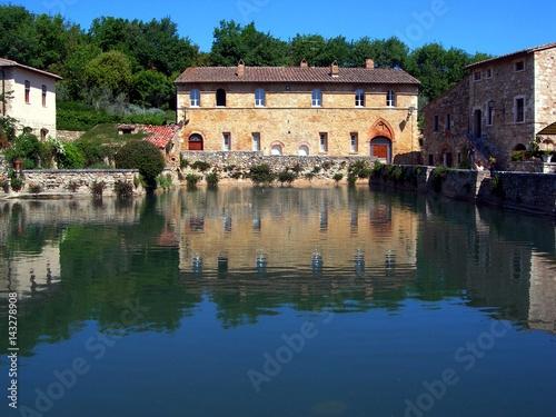 Italia, Toscana: Acqua termale a Bagno Vignoni.\