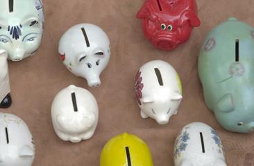 piggy banks voor sale on a flea market