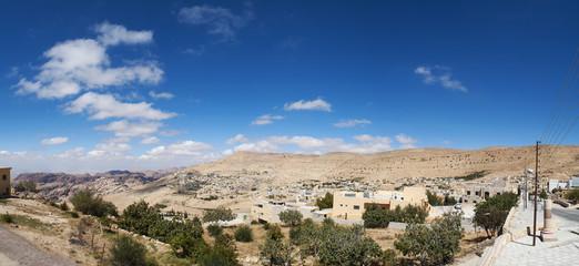 Giordania, 03/10/2013: il paesaggio giordano visto dalle colline di Petra, la città archeologica famosa in tutto il mondo per la sua architettura scavata nella roccia