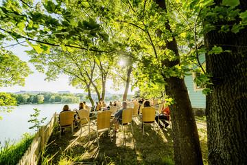 Finland, Uusimaa, Helsinki, Sidewalk cafe in Linnunlaulu near Toolonlahti