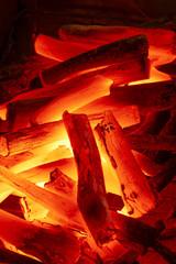 燃える炭火(紀州備長炭)
