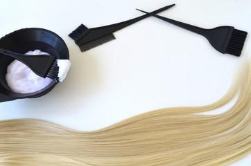 Краска и кисть для окрашивания волос и прядей