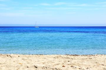 Il mare limpido di Mondello presso Palermo
