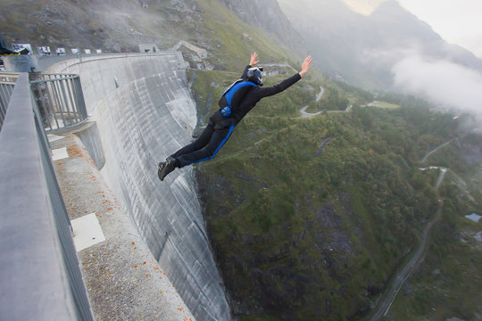 Basejumper jumping from the dam in Switzerland