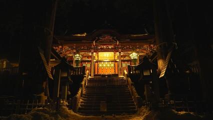 夜の三峯神社本殿