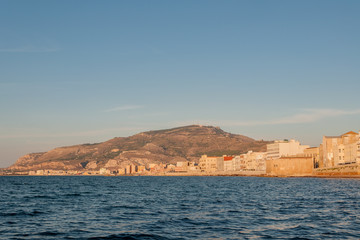 Photo sur Aluminium Pôle Panoramic view of the harbor in Trapani with colored old houses, Sicily