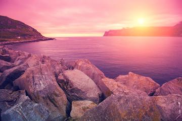 Fond de hotte en verre imprimé Rose banbon Fjord, rocky beach at pink rose sunset, nature Norway. Senja island. Beautiful bay.