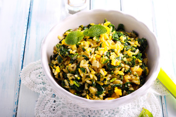 Fried rice with spinach and eggs