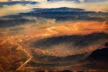 Photo sur Plexiglas Vue aerienne Aerial view from air plane of desert mountains