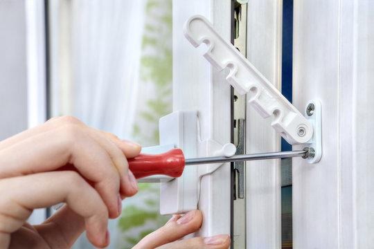 Tightening screws of opening limiter on the plastic window.