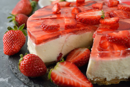 Strawberry cheesecake with jelly